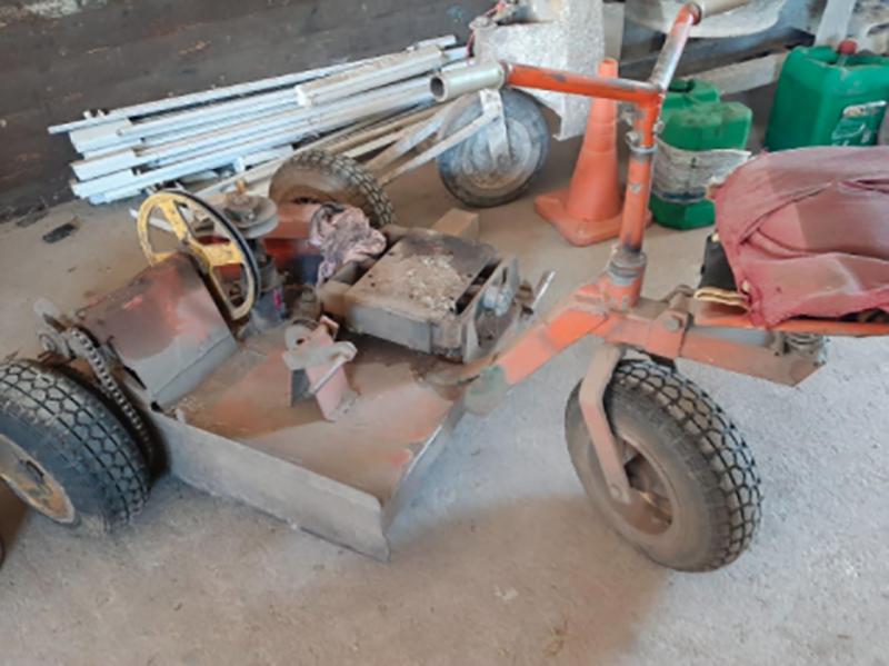 UN (1) Triciclo sin motor, por un valor base de $20.000 (pesos veinte mil)